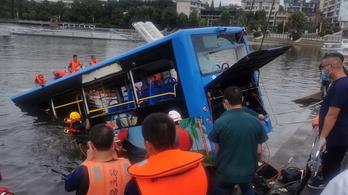 21-en meghaltak, amikor tóba zuhant egy busz Kínában