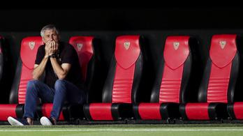 A klubelnök kiállt a Barcelona edzője mellett