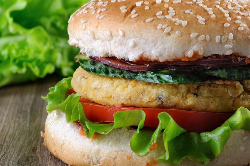 Laktató, vitamindús csicseriborsó-burger – Szuper fehérjeforrás hús helyett