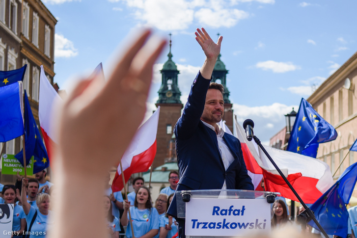 Trzaskowski egy varsói kampányrendezvényen 2020. július 7-én
