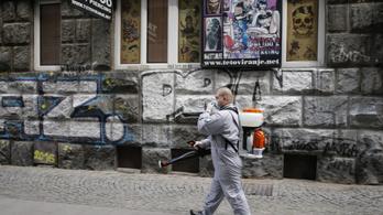 Hétvégén ismét bevezetik a kijárási korlátozásokat Belgrádban, ezrek tiltakoznak ellene