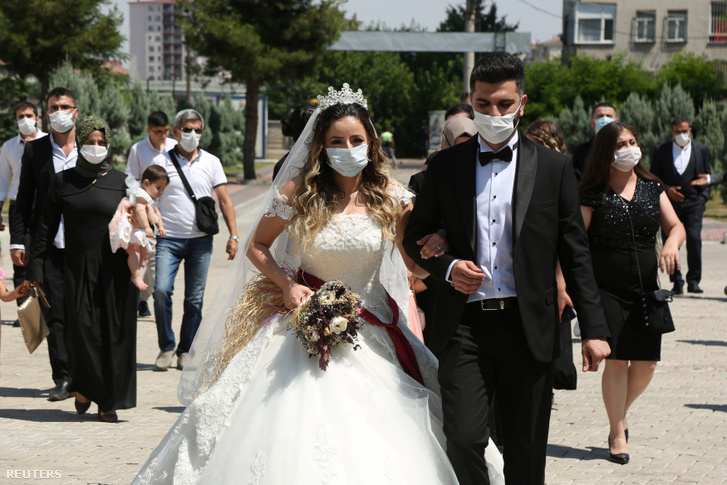 Esküvői ceremónia Diyarbakirban 2020. július 2-án