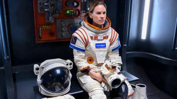 Hilary Swanket a Marsra küldi a Netflix