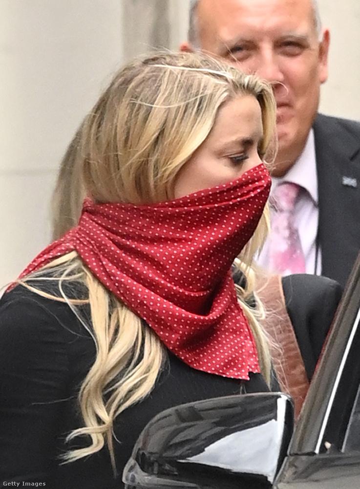 Depp ügyvédje, David Sherborne felolvasott egy részletet egy 2015-ös hangfelvétel leiratából, amelyen Heard egy kibaszott csecsemőnek nevezte a színészt, miután a színésznő beismerte, hogy megütötte Deppet