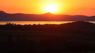Gyönyörűek a balatoni naplementék, csak a szúnyoginvázió ne lenne már megint