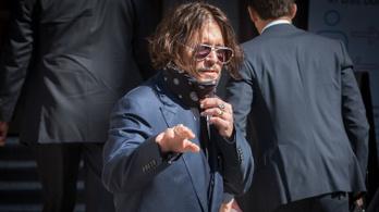 Ürüléket talált a hitvesi ágyban, ezután adta be a válókeresetet Johnny Depp