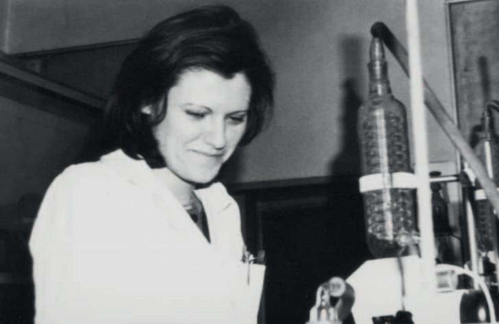 Karikó Katalin 1980-ban a Szegedi Biológiai Kutatóközpontban
