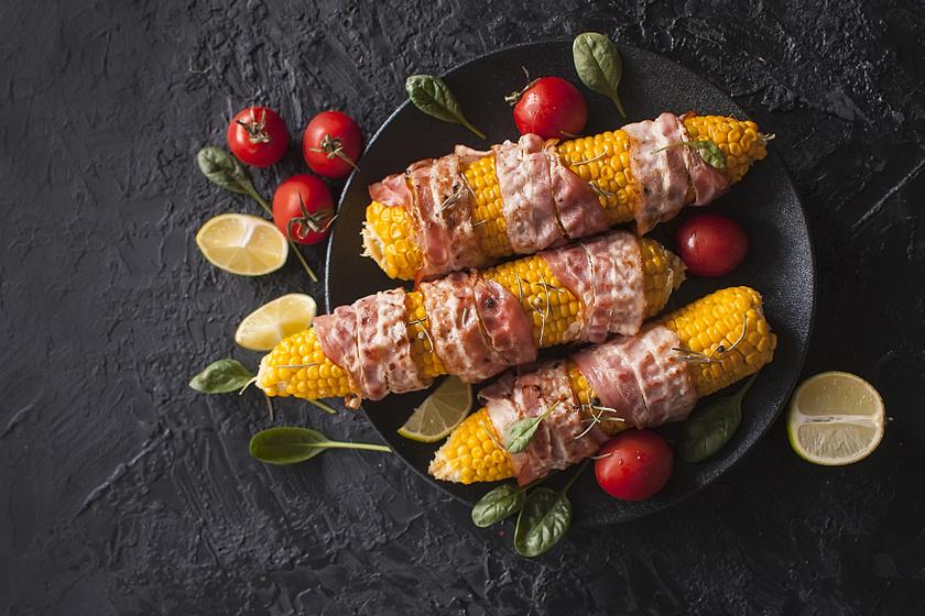 Baconbe tekert kukorica ropogósra sütve: grillen és sütőben is készítheted