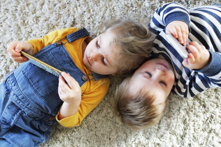 Hány éves kortól kapjon a gyerek okostelefont? A magyarok szerint ez az ideális kor