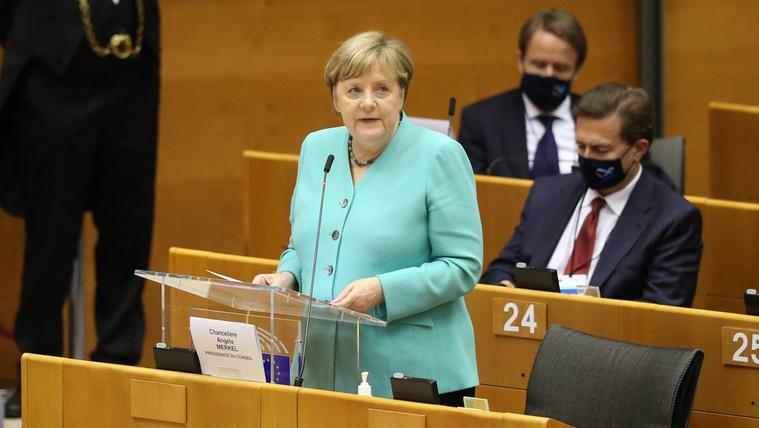 Merkel: Az EU történetének legnagyobb kihívásával néz szembe