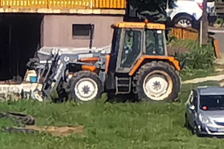 Festettünk traktort a szuper 100-szoros zoommal