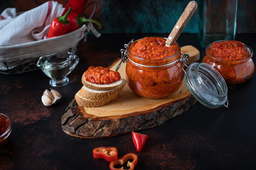 Házi ajvár eredeti, balkáni recept szerint: sült és grillezett ételek mellé kötelező