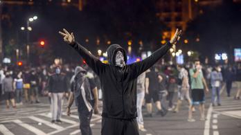 Szerdán is összecsaptak a belgrádi rendőrök a tüntetőkkel