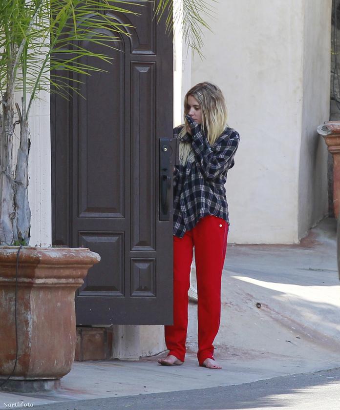 Benson mázlijára az ajtó végül kinyílt, úgyhogy uzsgyi vissza cipőt húzni!