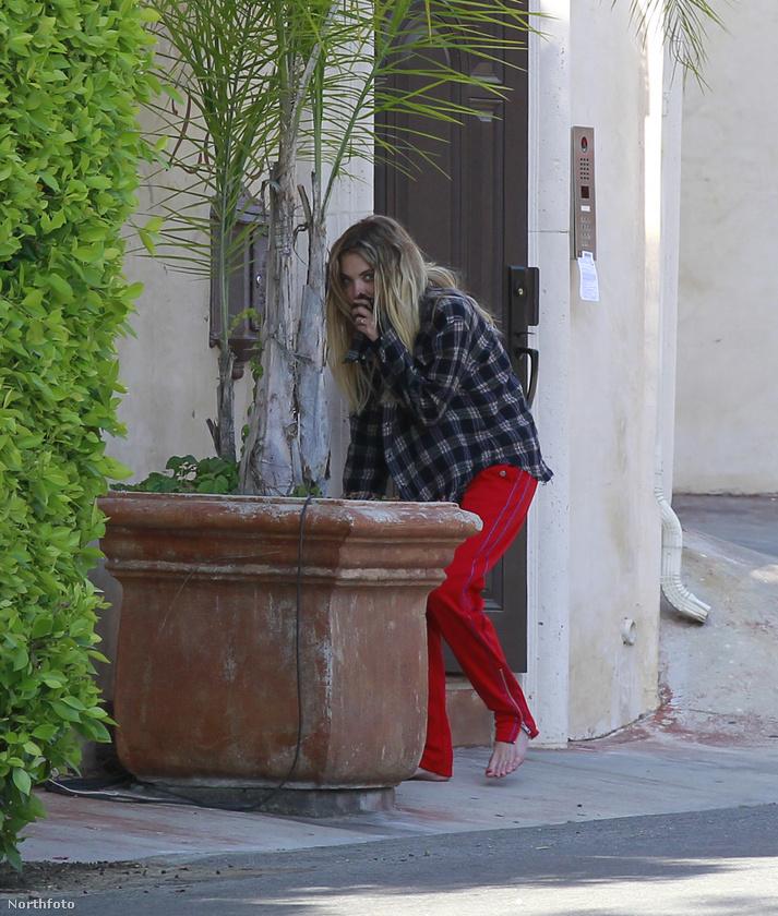 Cara Delevingne exe, Ashley Benson meg szegény úgy néz ki, mint akit aktuális párja, G-Eazy kizárt a lakásból, Bensonnak pedig még arra sem volt ideje, hogy cipőt húzzon magára