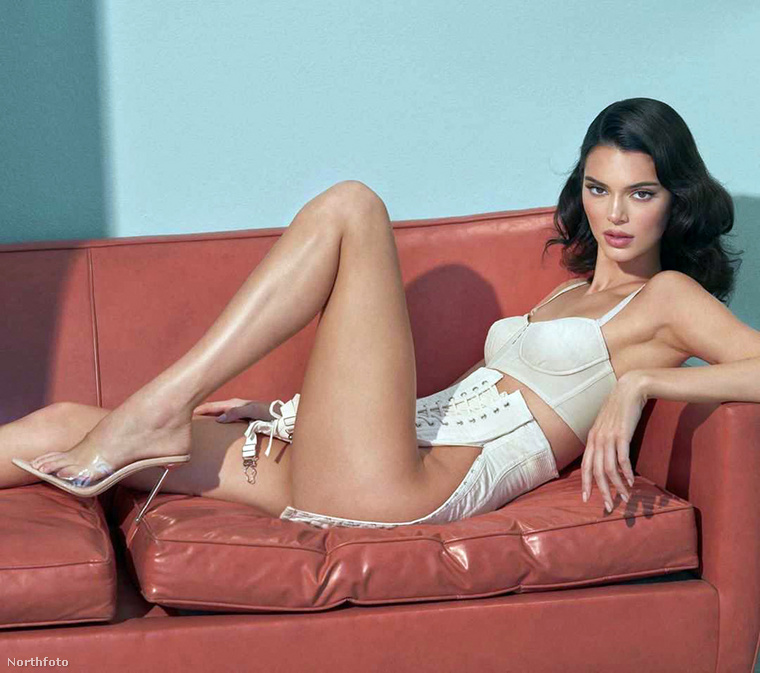 Készült pár szinténszexi fotó csak Kendall Jennerről is, most nézzünk ezekből egy párat.