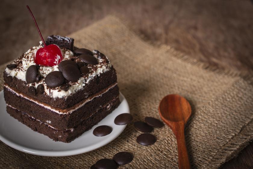 A legfinomabb Fekete-erdő süti: a meggyes-csokis finomság gyors változata