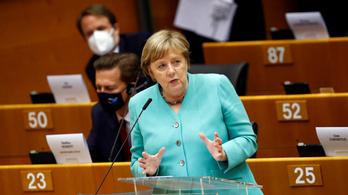 Merkel: Orbánnal is vitába szállunk a jogállamiságról