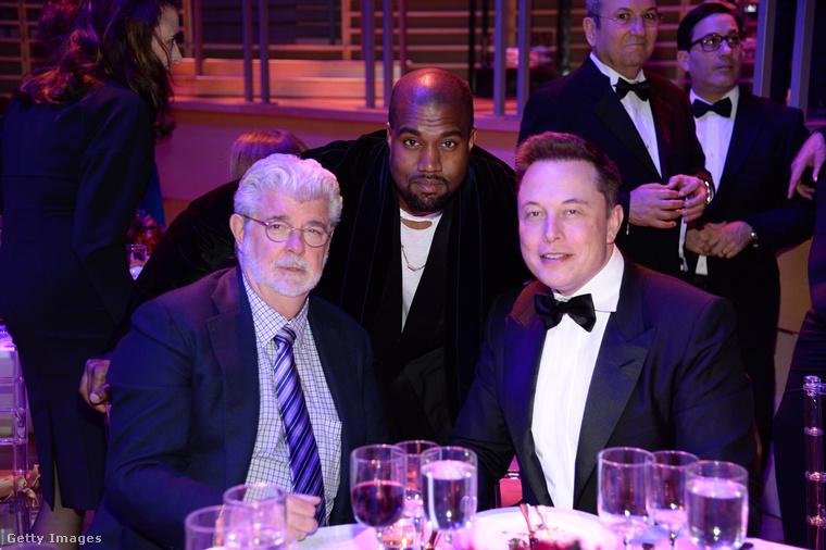 Igazából csak két tanácsadója van: Kim Kardashian-West, a felesége, illetve Elon Musk techmilliárdos, utóbbival évek óta ismerik egymást (itt vele és George Lucassal láthatók a Time 2015-ös rendezvényén), és támogatja törekvéseit