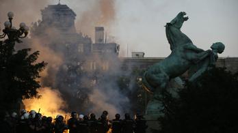 A szerb belügyminiszter erőszakos hatalomátvételi kísérletnek nevezte a tiltakozásokat