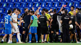 A rendőrség tett rendet négy piros lap után a spanyol bajnokin