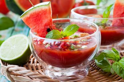 Párperces, kalóriaszegény gazpacho görögdinnyével – Turmixgépben készül a hideg leves