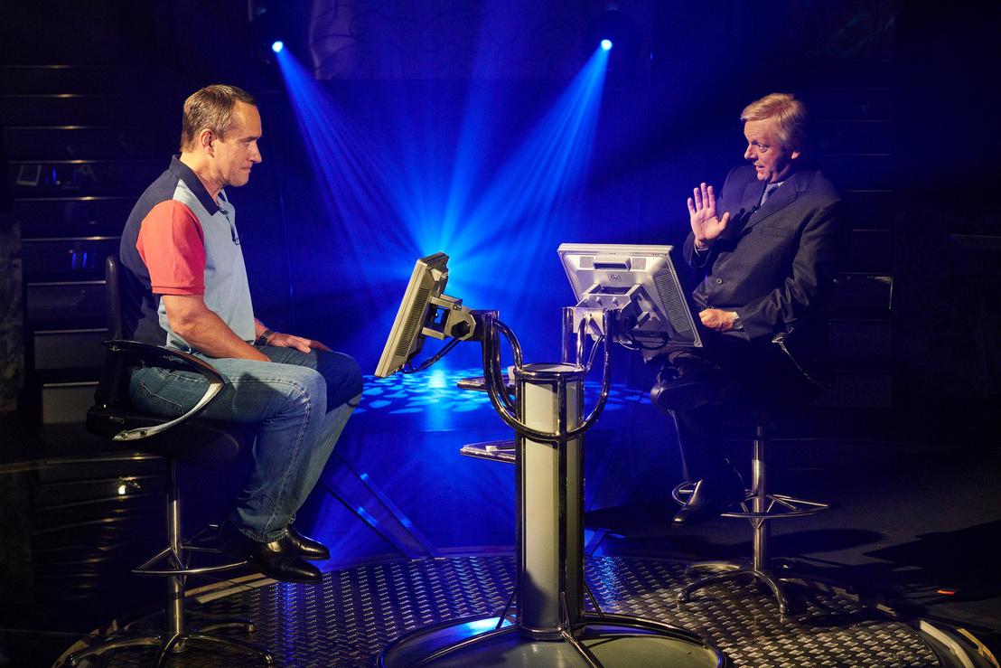 Matthew MacFadyen és Michael Sheen a Kvíz című sorozatban. Az előbbi Charles Ingramot alakítja, az utóbbi a műsorvezető Chris Tarrantot.