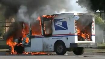 Sorra égnek le az amerikai postásautók, az ok ismeretlen