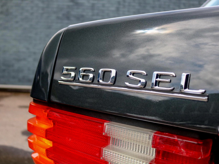Íme egy Mercedes, amelyet a tengerikagylóról elnevezett olajtársaság gyártott. Bizonyos nepperek szerint
