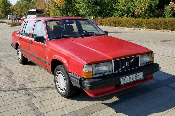 Egy időre volvós lettem a Vasfoggal, tehát jó sokat kellett vasfogaznom vele, mert ebben a Volvóban kellett elvolvóznom a Volvo-ünneplésre, Essenben