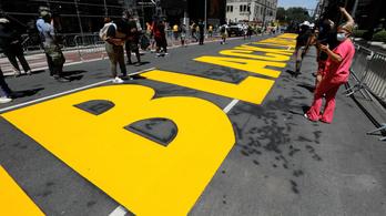 New York polgármestere is BLM feliratott festett a Trump torony elé