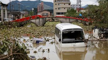 Már 66-an meghaltak az áradásokban, földcsuszamlásokban Japánban