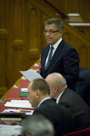 Matolcsy György a parlamentben az adótörvény vitáján