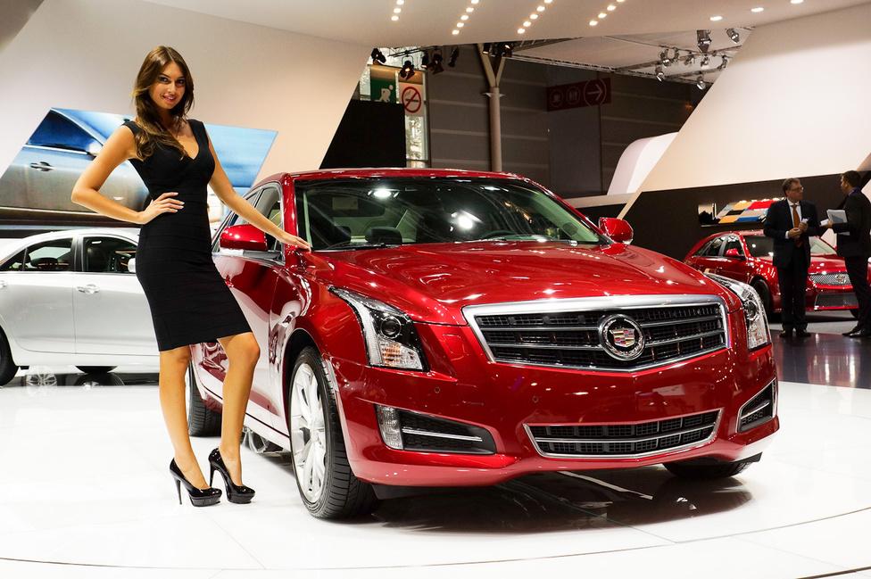Az ott egy fekete Cadillac. Vagy piros, tudomisén