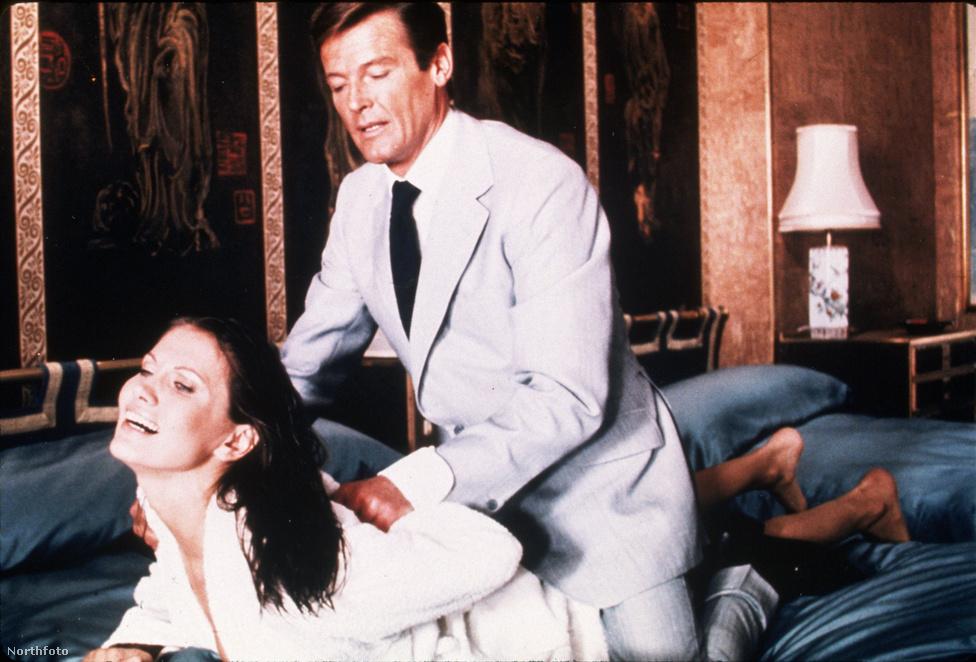 A svéd Maud Adams volt az egyetlen Bond-lány, aki két filmben is főszerepet kapott: a 74-es Aranypisztolyos férfi mellett a 83-as Polipkában is megcsodálhattuk az alakját.