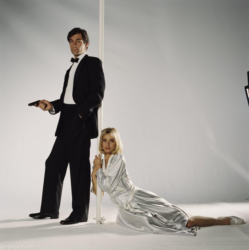Maryam d'Abo naiv csellóslányt alakított a 87-es Halálos rémületben-ben, ahol már egy új James Bond debütált: a kiöregedett Roger Moore-t Timothy Dalton váltotta. Ő és a rendező már ekkor divatba akarták hozni azt az érzelmekre is képes gyilkológépet, akit később Daniel Craig hozott divatba, ám a 80-as években erre még nem volt vevő a közönség.