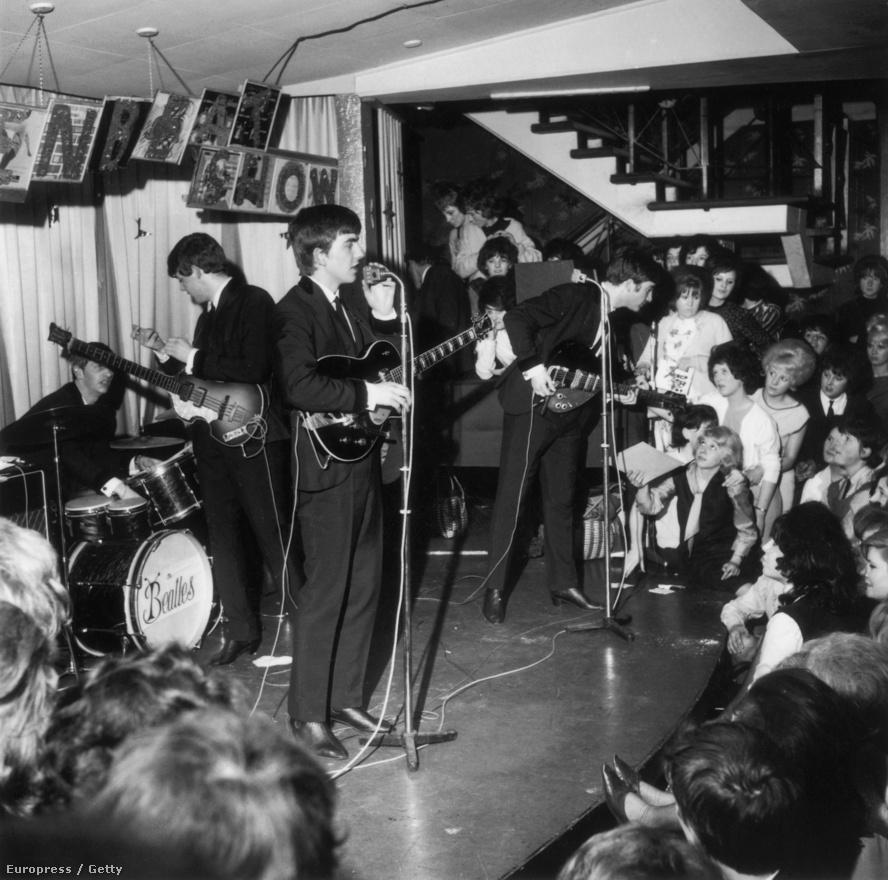 A Beatles már az új imidzsében játszik a Majestic Theatre-ben 1963 április elsején. Ebben az időben nem úgy zajlottak a koncertek, ahogy mostanában. Többnyire rendkívül rövidek voltak az előadások, de volt olyan is, főleg a hamburgi időszakban, mikor a csapatnak kora estétől hajnalig a színpadon kellett állni, persze több szünetet beiktatva.