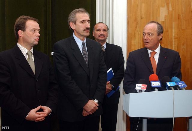 Szanyi Tibor és Medgyessy Péter (2002). Még időben összenéztek