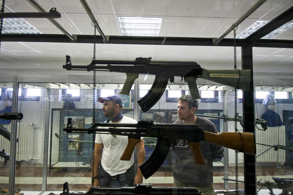 Winkler hosszan álmodozott a lőfegyverek tárában. Egy AK-t mindenképpen rendszeresítene otthonra