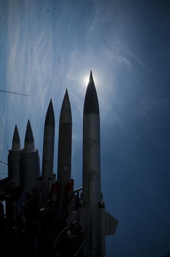Ha a napig nem is, az imperialista ellenség udvarába simán ellőttek ezekkel a rakétákkal
