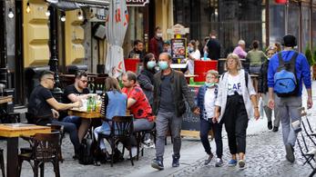 Romániában sok a fertőzött, Belgiumban kötelező lesz a maszk beltéren