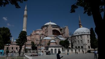 Ismét mecsetté alakítják a Hagia Szophiát