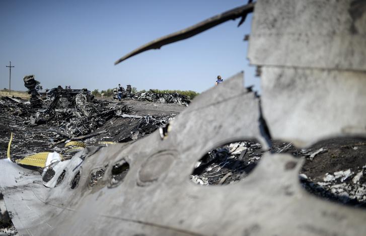 A Malaysia Airlines MH17 járatának roncsai az ukrán település, Grabovo közelében 2014. augusztus 2-án