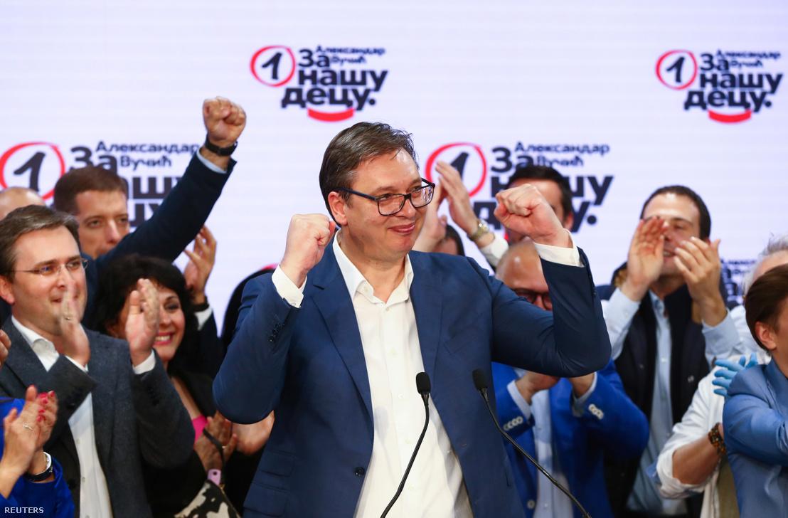 Vučić a Szerb Haladó Párt (SNS) elnöke a választások napján, 2020. június 21-én Belgrádban