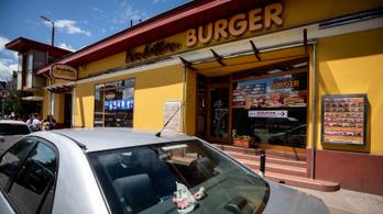 Kényszerből indult a gyöngyösi hamburgerező, kultikus hely lett belőle