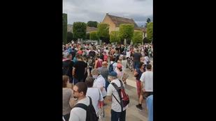 Az Öreg-tó partjára tervezett luxusszálloda ellen tüntetnek Tatán