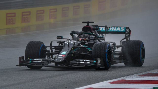 F1: Hamilton lemosta a mezőnyt, az élről indul a Stájer GP-n