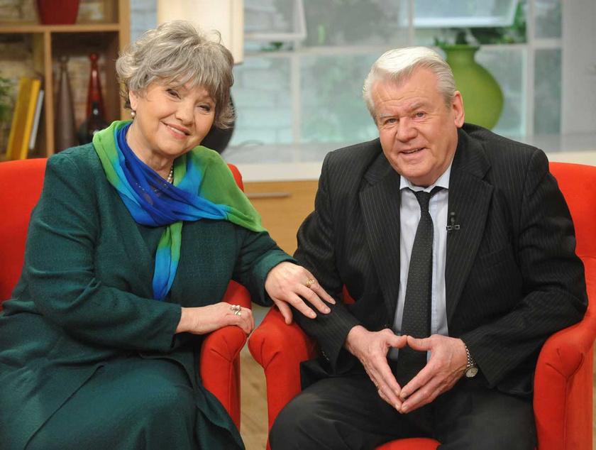 Pécsi Ildikó és Szűcs Lajos a Család-barát című műsor egyik 2014 februári adásban, a Házasság Hetén.