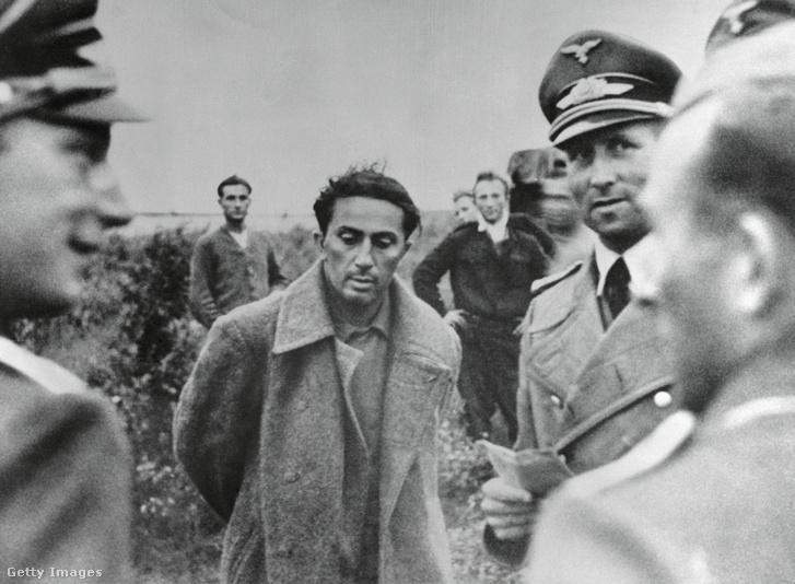 Jakov Dzsugasvili (középen), a képet 1968-ban publikálták, Jakovot lelőtték 1943-ban egy német börtöntáborban