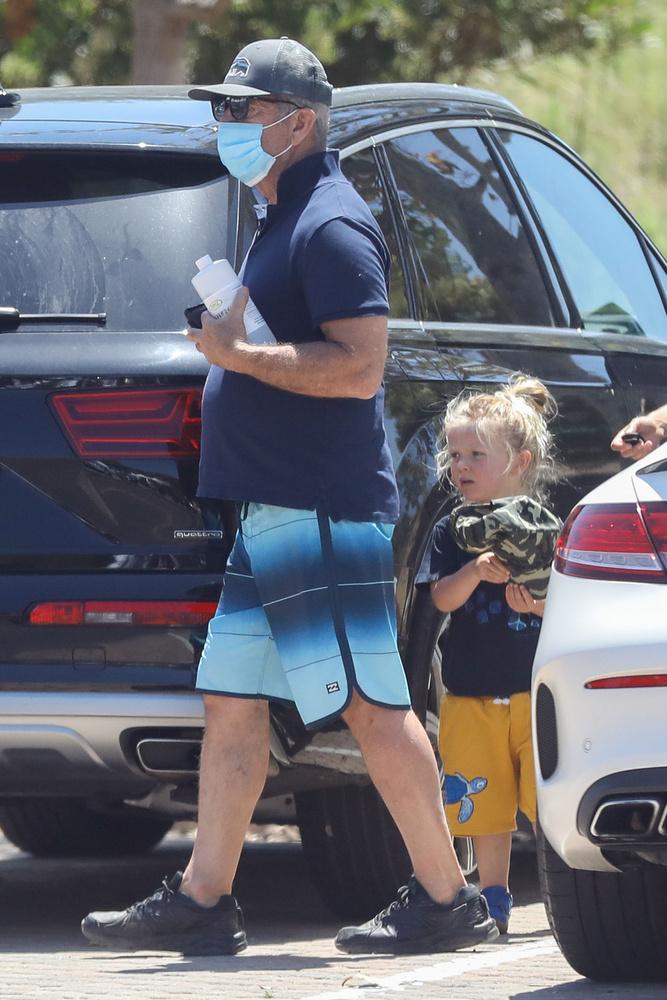 2017-ben megérkezett a pár első közös gyermeke, a képen is látható Lars Gerard Gibson személyében, aki jelenleg három éves.